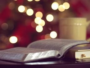 Книга и чаша с кафе